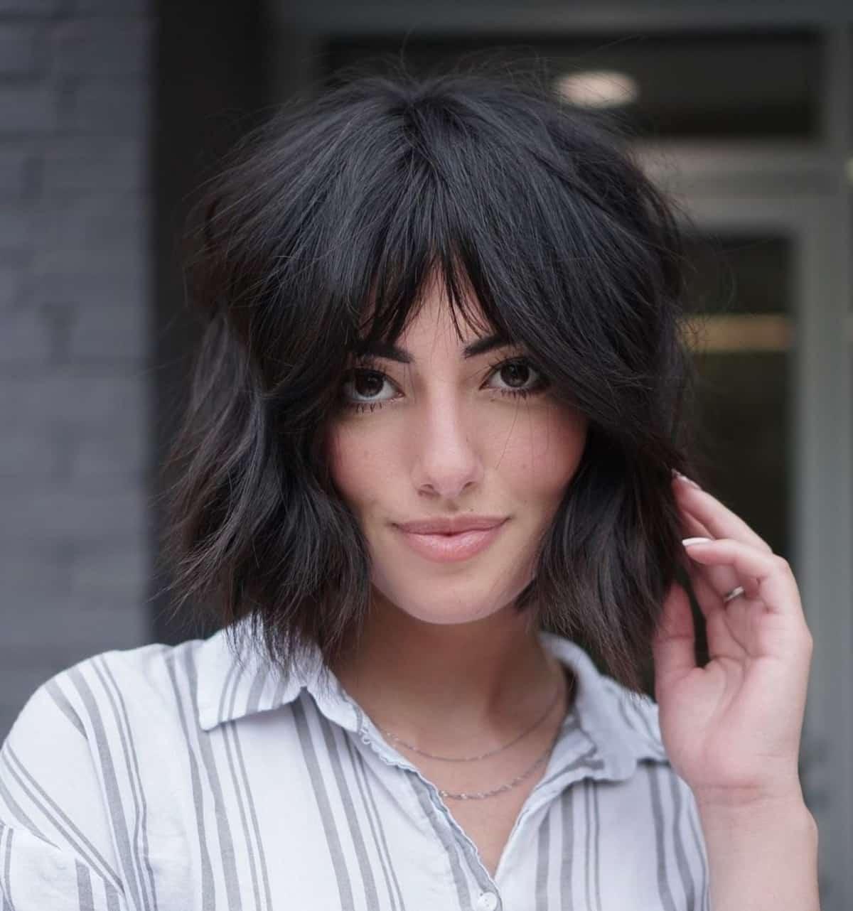 18 Bob with Curtain Bangs Hairstyle Ideas for Modern, Beachy Women
